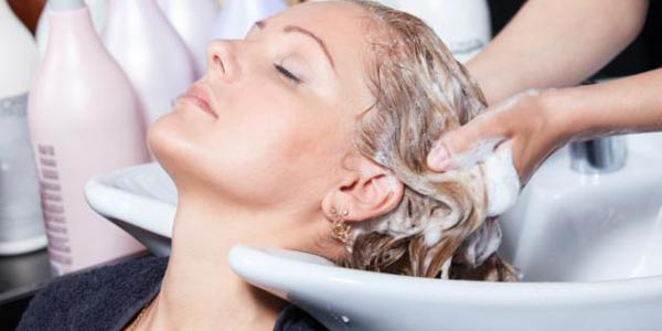 Aprenda a fazer uma boa hidratação para cabelos sem gastar uma fortuna